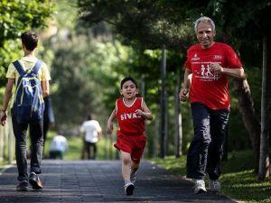 'Gardiyan atlet'ten oğlu anısına geleneksel 'mini maraton'