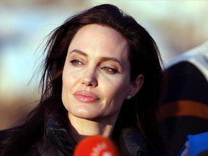 Angelina Jolie'den Kamboçyalı 12 kardeşe eğitim yardımı