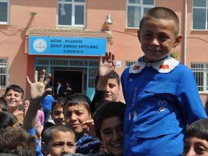 İlkokul öğrencisinin İstiklal Marşı hassasiyeti