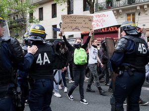 Fransa'da binden fazla gösterici sorgulandı