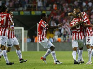 Antalyaspor farklı yendi