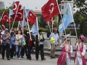 72 yıl önce sürgün edilen Kırım Tatarları 'matem mitingi' ile anıldı