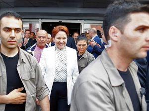 MHP'li muhalifler kurultayın yapılması öngörülen otele geldi
