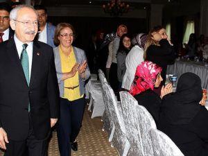 Kılıçdaroğlu Van'da partisinin kadın üyeleriyle bir araya geldi