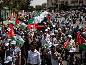 Gazze'de Nekbe münasebetiyle yürüyüş düzenlendi