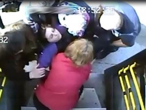 Hamile kadını halk otobüsüyle hastaneye yetiştirdi