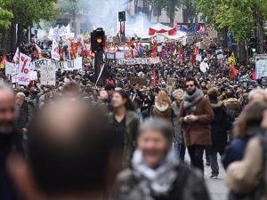 Fransa'da 68 bin kişi yeni çalışma yasasını protesto etti