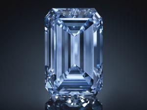 Mavi elmas 57,5 milyon dolara satıldı