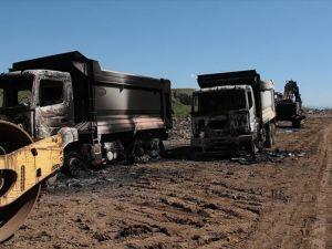 Muş'ta şantiye basan PKK'lılar iş makinelerini yaktı
