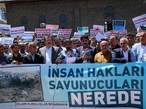 Diyarbakır'da STK'lar PKK'nın Dürümlü katliamını protesto etti