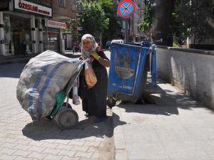 Savaş mağduru babaanne torunlarına kol kanat geriyor