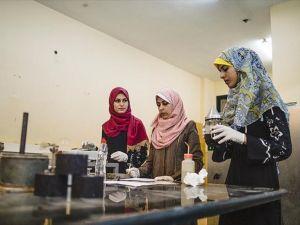 Gazzeli kadın mühendisler kendi kendini onaran asfalt üretti