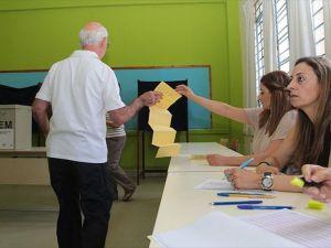 Güney Kıbrıs'ta halk genel seçim için sandık başında