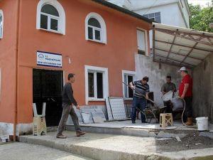 İmamlar cami restorasyonunu kendileri yapıyor