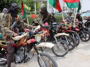 Afganistan'da 16 Taliban üyesi teslim oldu