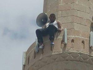 Cami minaresinden atlayacaktı