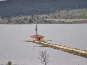 Göl ortasında kalan cami ibadete açılacak