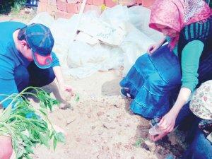 Can'ın Özel Çocukları bahçede