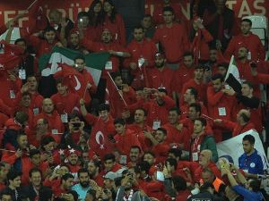 'Türkler her zaman her yerde takımlarını yürekten destekliyor'