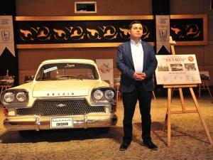Başkan Tütüncü nostaljik otomobilleri tanıttı