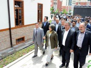 Kosova Camii ibadete açıldı