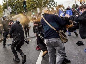 Avustralya'da karşıt gruplar arasında çatışma