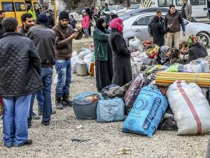 DAEŞ'ten kaçan binlerce kişi insani yardıma muhtaç