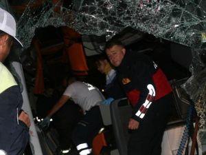 Yozgat ve Çorum'da yolcu otobüsü devrildi