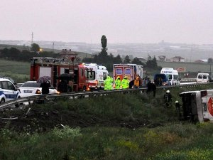 Otobüs devrildi: 21 yaralı