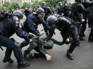 Fransız güvenlik güçlerinin müdahalelerinden endişe duyuyoruz