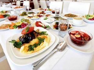Dört kişilik bir ailenin iftar sofrasının maliyeti 74 lira