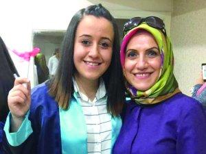Zarife Hanım kızı ile gurur duyuyor