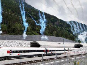 Dünyanın en uzun demiryolu tüneli Gotthard Base açıldı