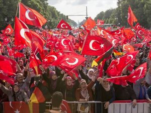 Almanya'daki Türkler 1915 tasarısını protesto ediyor