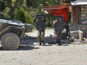 Mardin'de çöken binada bir asker şehit oldu