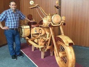 Ahşaptan motosiklet yaptı