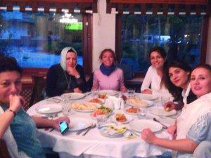 Arzu ve Emine Hanım'ın İzmir'li Konukları