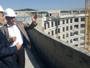 Hastane inşaatını inceledi