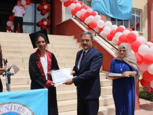 Rektör Şahin mezuniyet töreninde