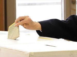 İtalya'da yerel seçimler için halk sandık başında