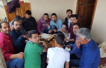 Mazlum Kırkan'dan dostlarına kuzu ziyafet