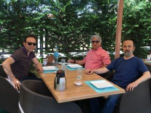 Ali Fuat Çuhadar arkadaşları ile kahvaltıda