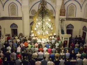 Ramazanda 749 camide hatimle teravih kılınıyor