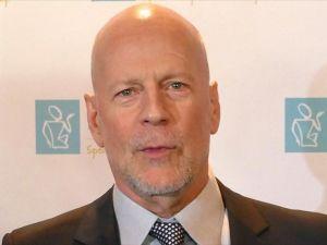 Bruce Willis'e 'kekeme ödülü'
