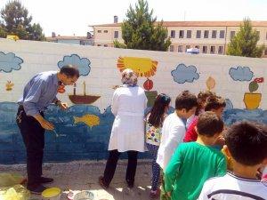 Okul duvarlarını boyadılar