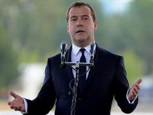 Rusya Başbakanı Medvedev'in 'dayanın' çağrısı şarkı oldu