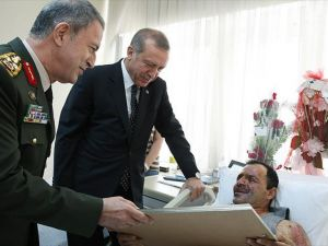 Cumhurbaşkanı Erdoğan Binbaşı Tetik'i GATA'da ziyaret etti