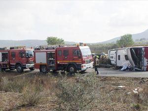 Brezilya'da otobüs devrildi: 16 ölü