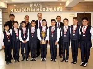 Şampiyon öğrencilerden Altınsoy'a ziyaret