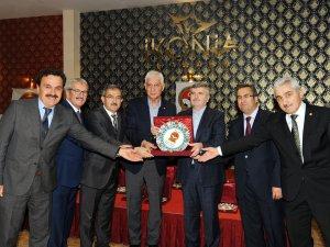 Başkan Akyürek'e spora katkı ödülü
